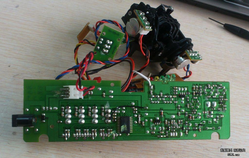 v3的72m控拆出电路板后截取其72m高频部分电路,接入电源正负极和ppm