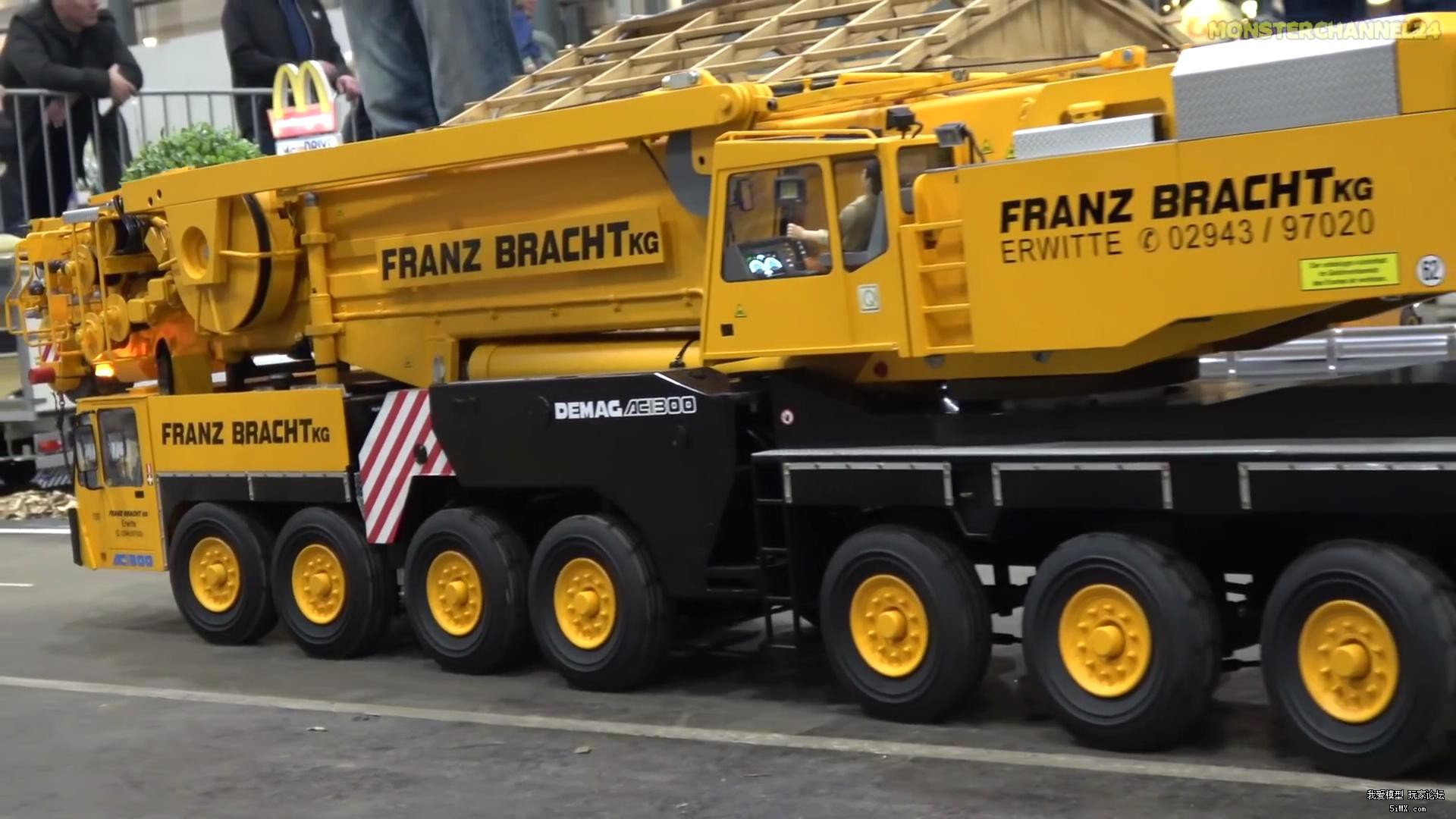 Incredible RC crane and equipment trucks convoy!_20171130140935.JPG