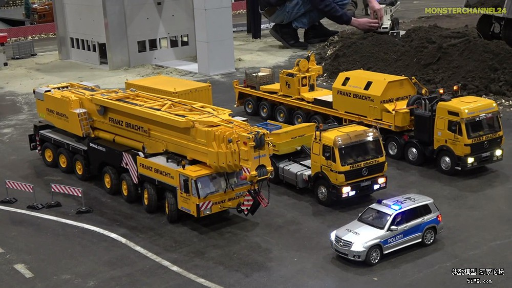 Incredible-RC-crane-and-equipment-trucks-convoy!_20171130134736.jpg